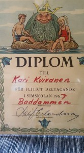 Diplom från simskolan i baddammen.